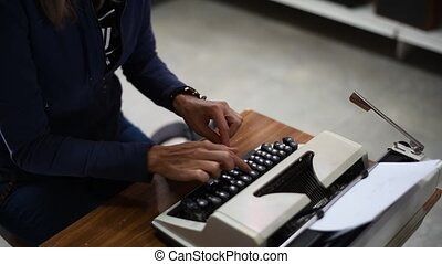 typewriter., écrivain, clés, femme, dactylographie, vieux