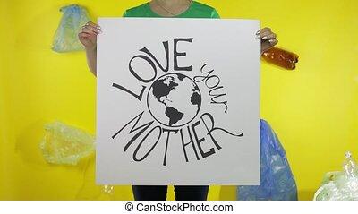 unrecognizable, tenue, mère, protester, plastique, earth., ton, amour, environnement, affiche, femme, pollution