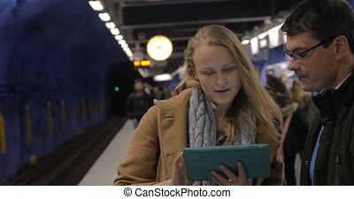 urbain, moderne, tampon, métro, gens