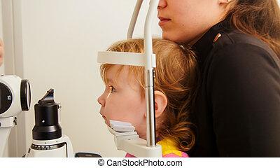 usage, appareil, ophtalmique, dépistage, enfant, vision