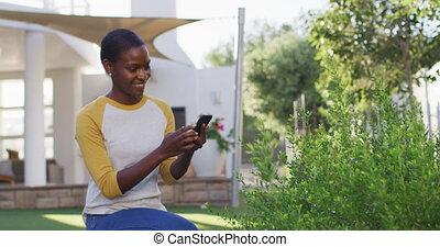 usines, prendre, amercian, heureux, jardinage, femme, image, jardin, africaine