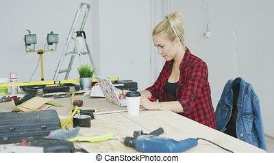 utilisation, établi, ordinateur portable, femme, séance