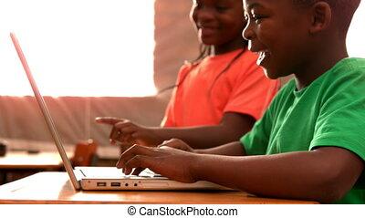 utilisation, classe, ordinateur portable, élèves