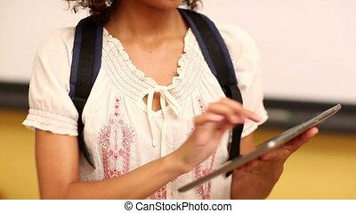 utilisation, concentré, étudiant, tablette, classe