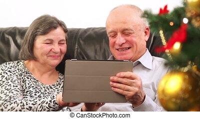 utilisation, couples aînés, tablette, numérique