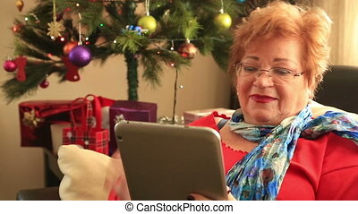 utilisation, femme, tablette numérique