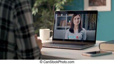 utilisation, maison, appeler, vidéo, femme, amis, deux, ordinateur portable
