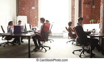 utilisation, pc, bureau, coworking, conversation, groupe, fonctionnement, moderne, ouvriers