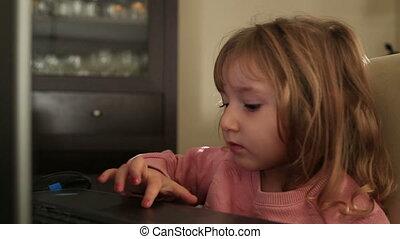 utilisation, peu, ordinateur portable, girl