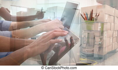utilisation, piles, animation, appareils, électronique, boîtes, gens, entrepôt