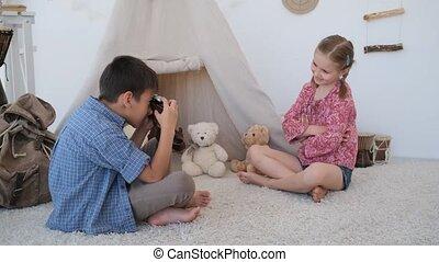 utilisation, portrait, peu, pellicule, photographier, garçon, appareil photo