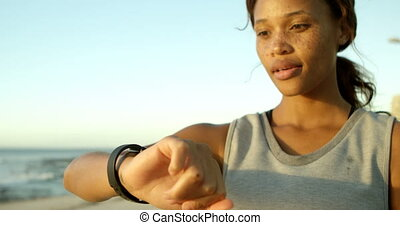 utilisation, smartwatch, plage, femme, 4k