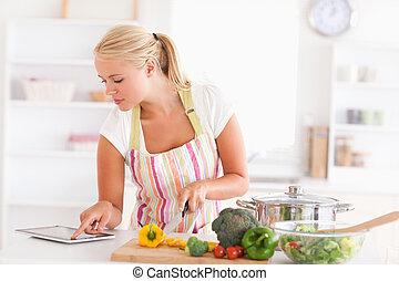 utilisation, tablette, cuisinier, femme, blond, informatique