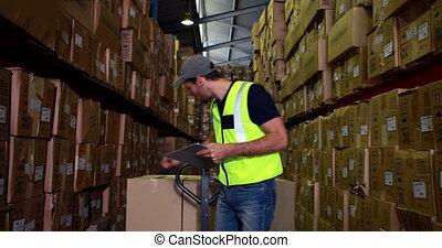 vérification, sien, liste, ouvrier, entrepôt