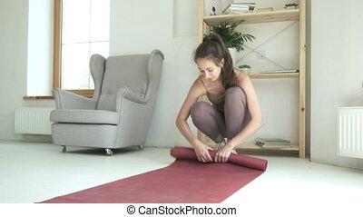 vêtements de sport, mince, jeune, natte, floor., girl, manière vivre saine, yoga, joli, rouleaux