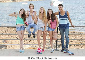 vacances, confiant, course, étudiant, mélangé, adolescents