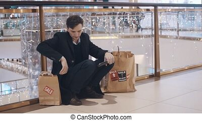 vendredi, plancher, argent, après, jeune, ventes, centre commercial, sans, noir, séance, décue, homme