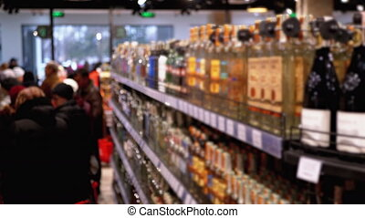vente, mis bouteille, alcool, supermarket., rangées, magasin, étagères, fenêtre