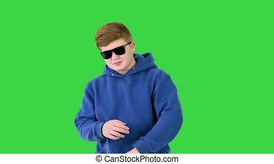 vert, lunettes soleil, danse, marche, chroma, key., frais, écran, garçon