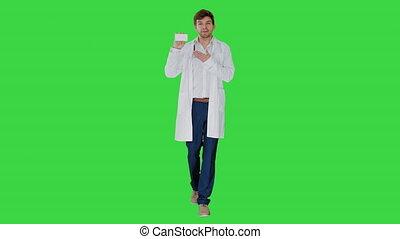 vert, mâle, marche, écran, docteur, vide, key., blanc, pilules, chroma, boîte, projection