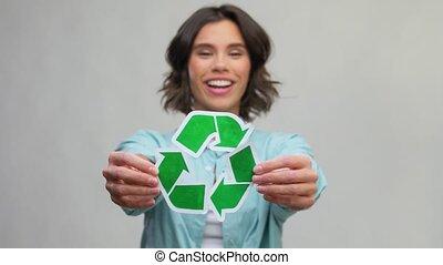 vert, tenue, recyclage, sourire, signe, femme, jeune