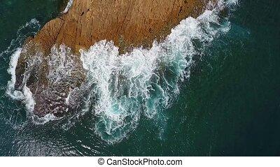 vidéo, atlantique, nostalgique, lent, aérien, vagues, mer, rouleau, rivages, facilement, mouvement, ocean., rocheux, pacifique
