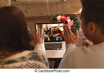 videocall, avoir, ordinateur portable, vue, famille, onduler, quoique, couple, arrière, chapeaux, maison, santa
