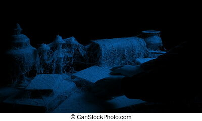 vieux, poussiéreux, fermé, haut, sombre, livre, choisi, table