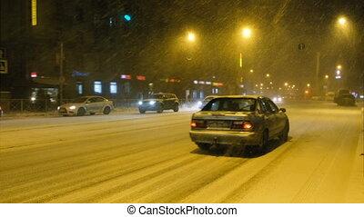 ville, 4k., voitures, tempête neige, aller, lentement, route