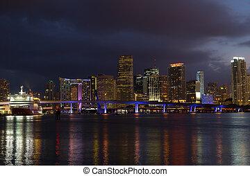 ville, bâtiments., coloré, miami, panorama, moderne, en ville, nuit, réflexions, croisière, reflections., bateau, pont