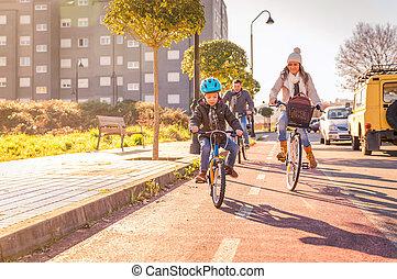 ville, bicycles, équitation, famille, enfant