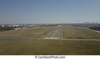 ville, coup, piste, ensoleillé, plaqué, aéroport, aérien, jour