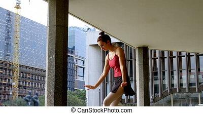 ville, danseur féminin, 4k, exécuter, ballet
