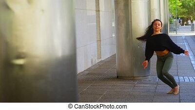 ville, danseur féminin, danse, 4k, exécuter, trottoir, jeune