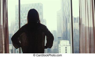 ville, femme, bâtiments., grand, promenades, regarder, fenêtre, appartement, brunette, 3840x2160, dehors, stands