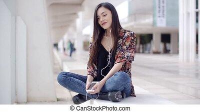 ville, femme, jeune, musique écouter, branché