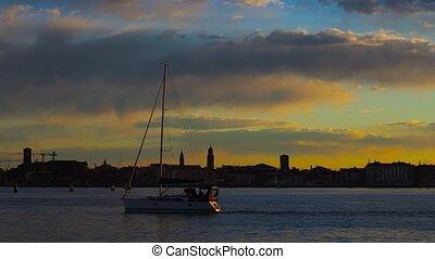 ville, nautisme, dérives, historique, passé, plié, lagune, yacht