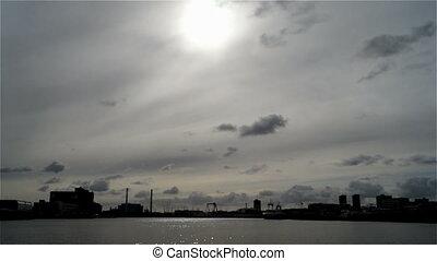 ville, nuages, pont, soleil, ciel, bateau, rivière