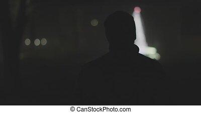 ville, silhouette, dos, nuit, brumeux, homme