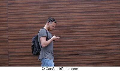 ville, smartphone, usages, promenades, par, homme