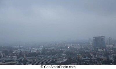 ville, sommet, sombre, brouillard, vue