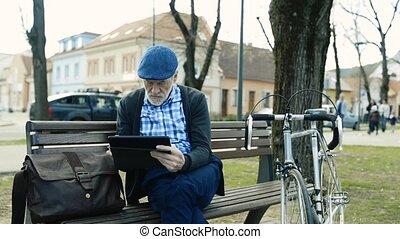 ville, tablette, fonctionnement, séance, banc, homme aîné