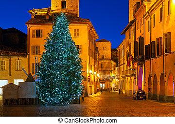 ville, vieux, éclairé, arbre, alba., noël