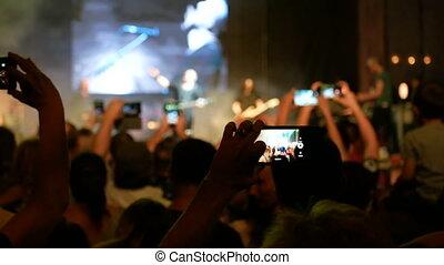 vivant, clair, exécuter, apprécier, bande, concert, chanson, étape, silhouettes, projecteurs, musicien, gens