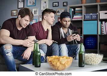 vivant, smartphones, salle, hommes, haut fin