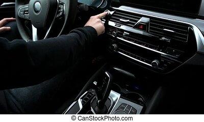 voiture, bouton, homme, poussées, début