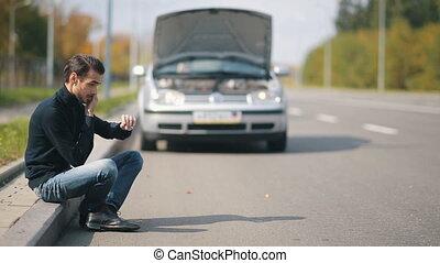 voiture, cassé, homme, aide, appeler