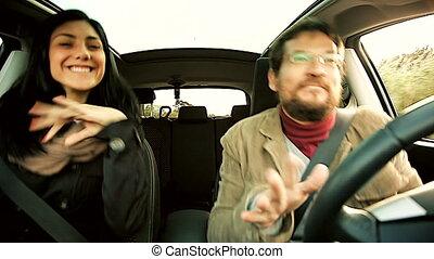 voiture, couple, heureux, danse