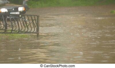 voiture, lourd, pendant, rue, pluie, conduit, inondé