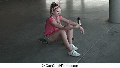 voiture, prendre, femme, parc, selfie